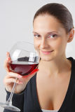 Senhora nova bonita com um vidro do vinho Fotografia de Stock