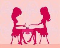 Senhora nova que faz o manicure no salão de beleza de beleza ilustração royalty free