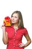Senhora nova que prende um presente Imagens de Stock Royalty Free