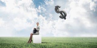 Senhora ou contador atrativo do negócio fora na caixa branca ilustração royalty free
