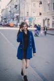 Senhora para uma caminhada Foto de Stock Royalty Free