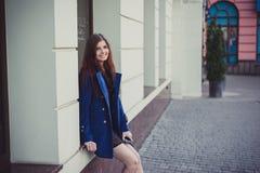 Senhora para uma caminhada Fotografia de Stock Royalty Free