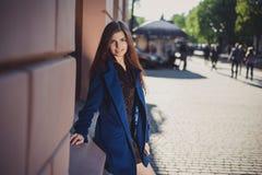Senhora para uma caminhada Fotografia de Stock