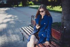 Senhora para uma caminhada Foto de Stock