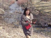 Senhora pela vala de drenagem Fotografia de Stock Royalty Free