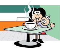 Senhora que bebe o café quente com bebê Fotografia de Stock