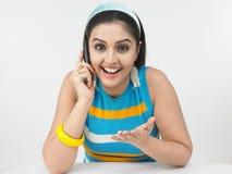 senhora que fala no telefone Imagem de Stock