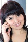 Senhora que fala no telefone móvel Fotos de Stock