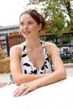 Senhora que senta-se em uma tabela 2 Imagem de Stock Royalty Free