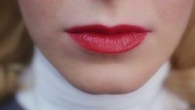 Senhora 'sexy' emocional que sorri e que aprecia a vida Batom vermelho Composição perfeita filme
