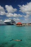 Senhora Snorkeling em um cruzeiro Imagem de Stock