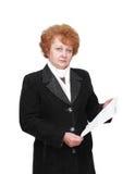 Senhora superior com conta do aluguel do apartament. Isolado. Foto de Stock