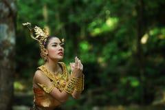 Senhora tailandesa bonita no vestido tradicional tailandês do drama Fotos de Stock Royalty Free