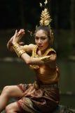 Senhora tailandesa bonita no vestido tradicional tailandês do drama Imagens de Stock Royalty Free