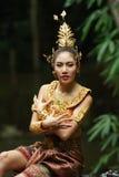 Senhora tailandesa bonita no vestido tradicional tailandês do drama Fotos de Stock