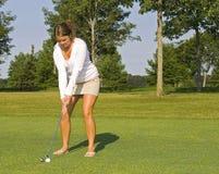 Senhora Tanned Jogador de golfe foto de stock royalty free