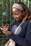 Senhora Texting Fotos de Stock