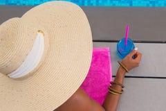 Senhora Wearing Summer Hat imagens de stock royalty free