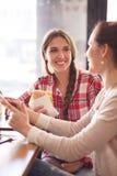 Senhoras dos melhores amigos no café Foto de Stock Royalty Free