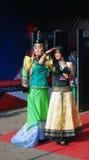Senhoras em trajes nacionais na película F Fotografia de Stock