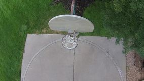 Senhorita aérea do basquetebol em uma corte exterior 01 filme