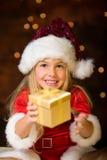 Senhorita Santa com um presente Fotos de Stock Royalty Free