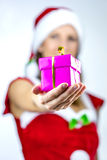 Senhorita Santa que dá lhe um presente Fotografia de Stock Royalty Free