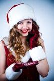 Senhorita Santa que olham a neve e celular Fotografia de Stock Royalty Free