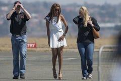 A senhorita South Africa faz uma aparência no airshow fotos de stock