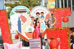 Senhorita Taiwanese America no flutuador econômico e cultural de Taipei do escritório na parada chinesa do ano novo de Los Angele foto de stock royalty free