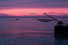 从Senigallia,意大利码头的美妙的洋红色日出  免版税图库摄影