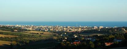Senigallia (ITALIA) - panorama entre las colinas y el mar Imagen de archivo libre de regalías