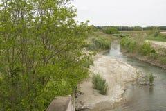 Senio-Fluss nahe Cotignola in der italienischen Landschaft Lizenzfreie Stockfotos
