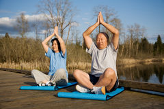 Senior asian couple exercise Royalty Free Stock Photos