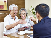 Senior asian couples ready to sign contract Royalty Free Stock Photography