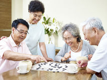 Senior asian people playing weiqi Royalty Free Stock Photos
