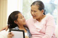 Senior Asian woman and granddaughter with tablet Royalty Free Stock Photos