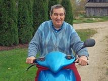 Senior auf Roller 2 Lizenzfreies Stockfoto