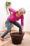 Senior ból pleców należnego ciężki ładunek Fotografia Stock