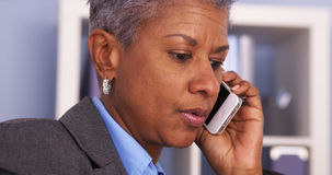 Senior Black businesswoman talking on smartphone Royalty Free Stock Photography
