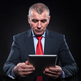 Senior business man reading on tablet pad computer Royalty Free Stock Photos