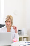 Senior business woman working at office Royalty Free Stock Photography