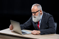 Senior businessman with laptop Royalty Free Stock Images