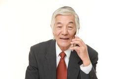 Senior businessman talks with classic cellphone Royalty Free Stock Photos