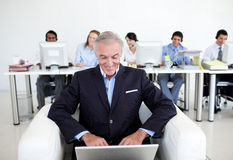 Senior businessman using a laptop Royalty Free Stock Images