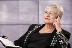 Senior businesswoman using mobile phone Royalty Free Stock Photos