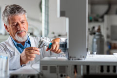 Senior chemistry professor/doctor in a lab Royalty Free Stock Photos