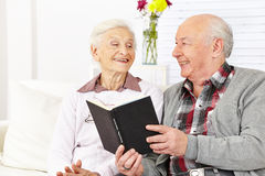 Senior citizen couple reading Royalty Free Stock Photo