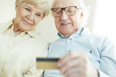 Senior couple with card Royalty Free Stock Photo
