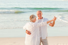 Senior couple dancing on the beach Royalty Free Stock Photos